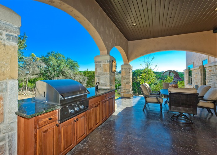 Cordillera Trophy Room: Hunter's Retreat outdoor kitchen