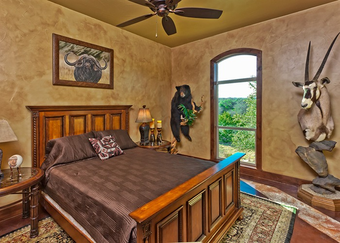 Cordillera Trophy Room: Hunter's Retreat bedroom