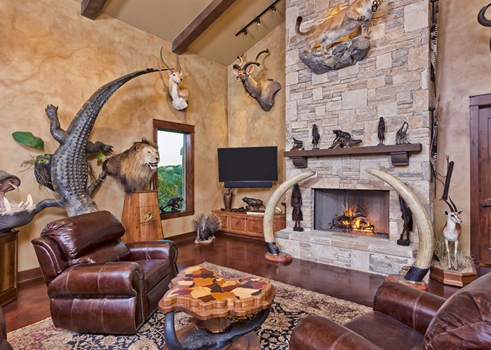 Cordillera Trophy Room: Hunter's Retreat