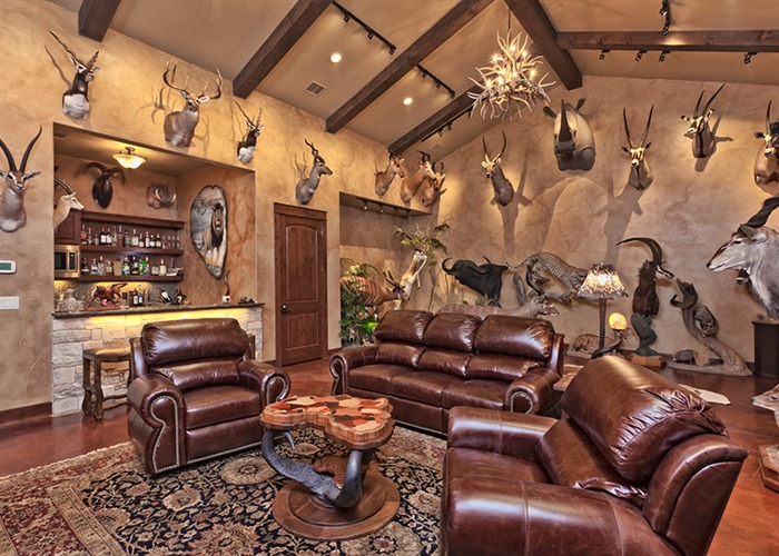 Cordillera Trophy Room: Hunter's Retreat living 5