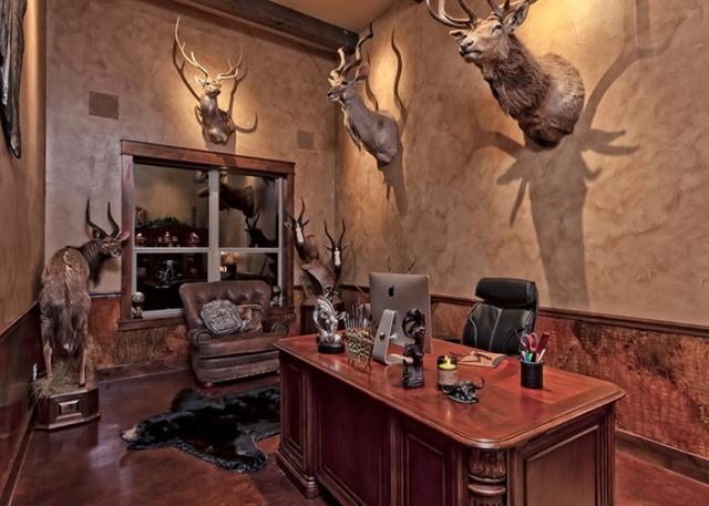 Cordillera Trophy Room: Office Space