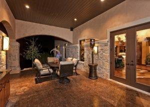 Cordillera Trophy Room: Back Porch Dining