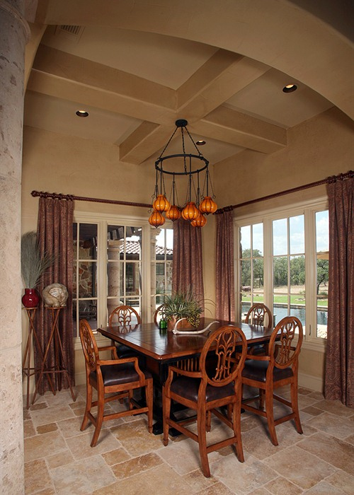 Anaqua Springs Ranch Interior: Dining | Spanish Style Homes by Todd Glowka Builder, Inc.