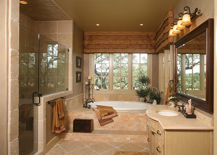 Anaqua Springs Ranch Interior: Master Bath | Spanish Style Homes by Todd Glowka Builder, Inc.