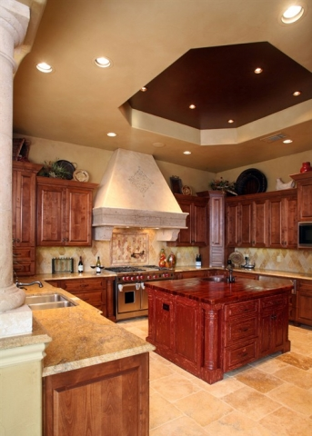 Anaqua Springs Ranch Interior: Kitchen | Spanish Style Homes by Todd Glowka Builder, Inc.