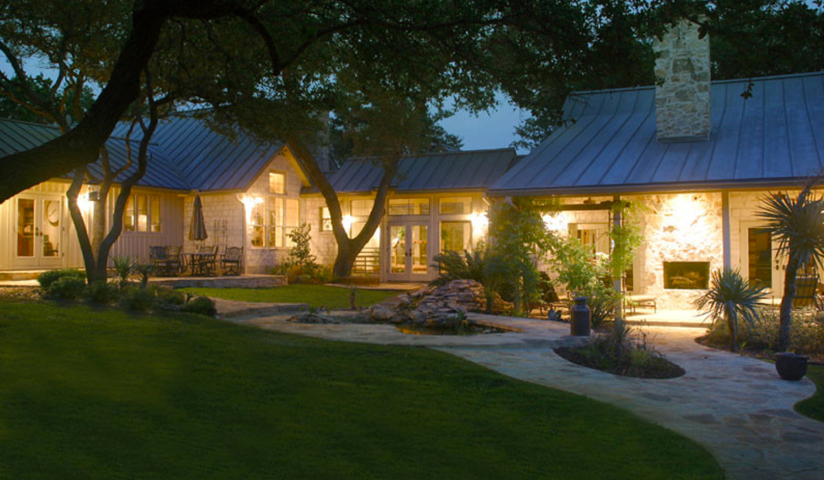 Ranch estate by country home builders Todd Glowka Builder